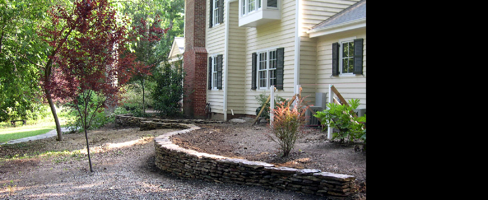 Natural stone dry-stack look serpentine retaining wall
