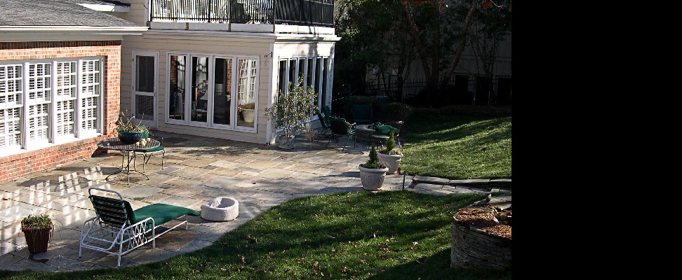 Pattern Pennsylvania flagstone patio with natural gas firepit